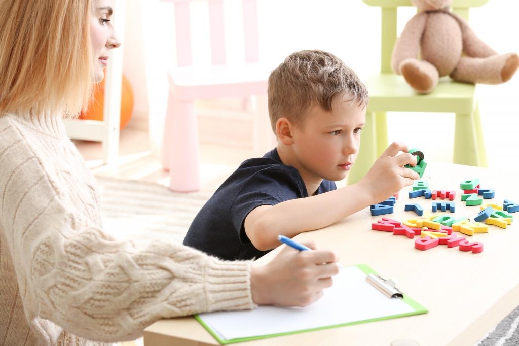 自閉症に対するCBDの効果は?【海外の研究】